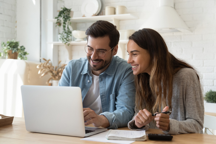 Get a one-time $15 credit when you choose to receive your bill only online. This couple is paying bills online.